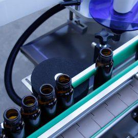 Automatické vertikální kulaté štítky na lahve s popisem stroje